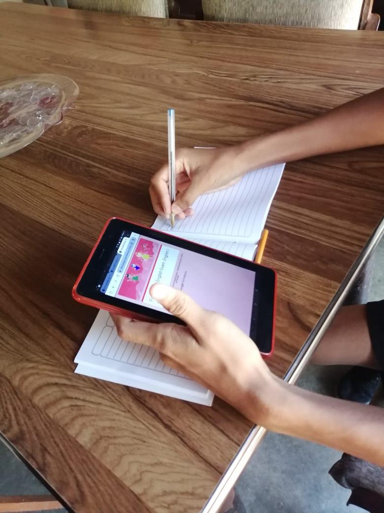 Colegios cobran más por clases en línea imagen