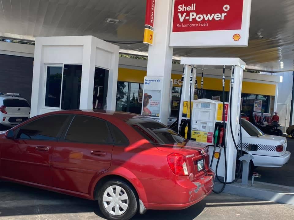 Agua en vez de gasolina, una mala jugada de las gasolineras a los usuarios imagen