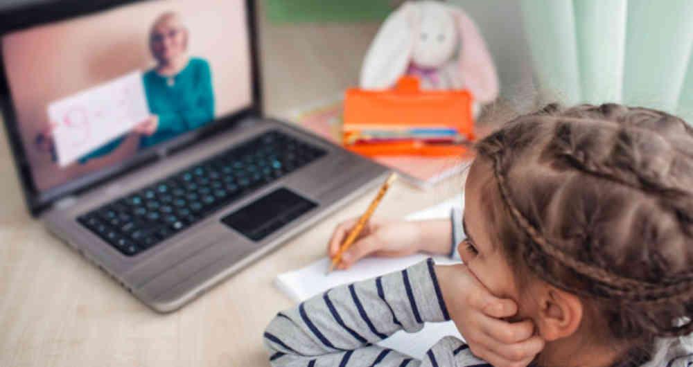 Tras un año de encierro, las clases en línea generan escepticismo respecto a la calidad educativa imagen