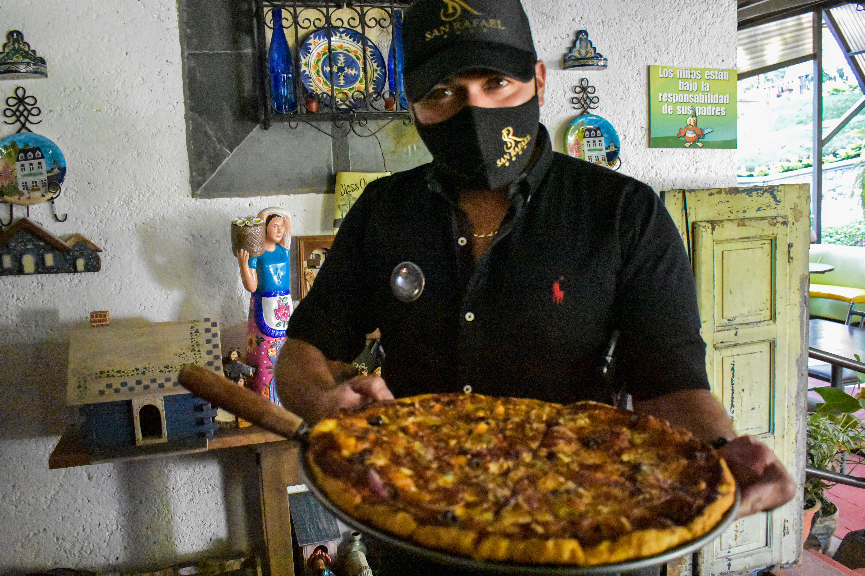 Hotel y Restaurante San Rafael, el emprendimiento de un cobanero que sobrevive gracias a la pizza imagen