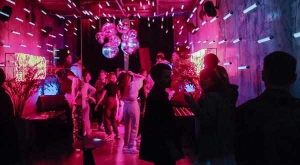 El COVID-19 no existe en discotecas y bares del país, todo sigue fuera de control imagen