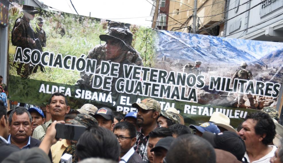 Los soldados quedaron fuera, y ahora piden Q48 mil millones imagen