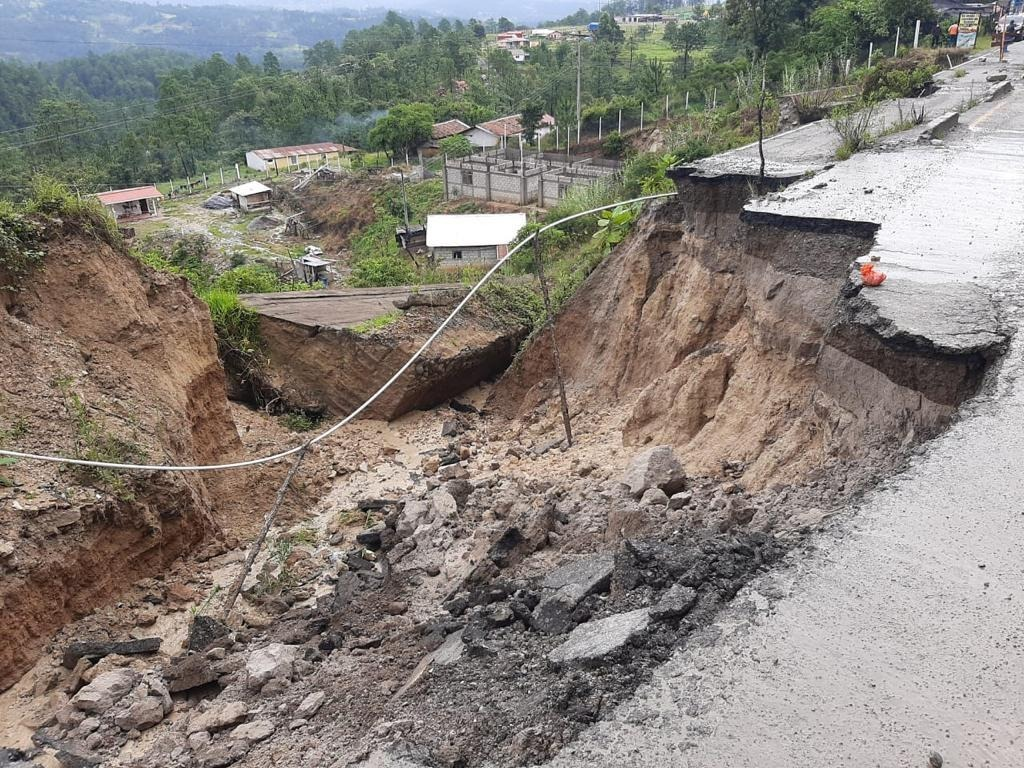 No caben los agujeros en las carreteras guatemaltecas imagen
