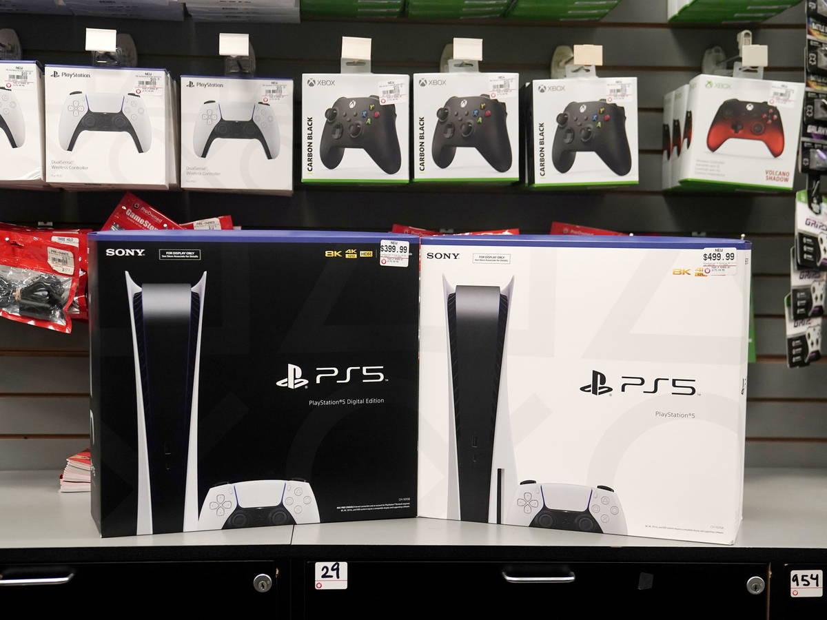 Pidió un PS5 en línea y le entregaron una consola quemada con controles falsos. imagen
