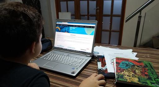 De clases por zoom a solamente audios de WhatsApp, así vive Raúl la educación de sus hijos en San Marcos imagen