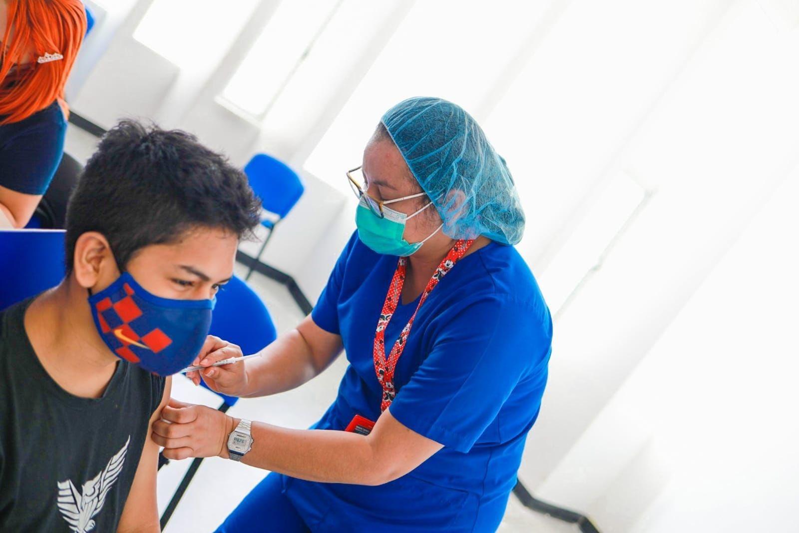 Mayores de 12 años logran obtener vacuna contra COVID-19 en El Salvador imagen