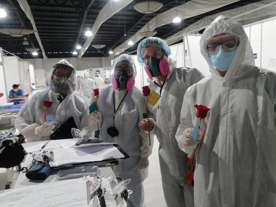 Médicos cubanos apoyan a pacientes con COVID-19 en hospital temporal del Parque de la Industria imagen