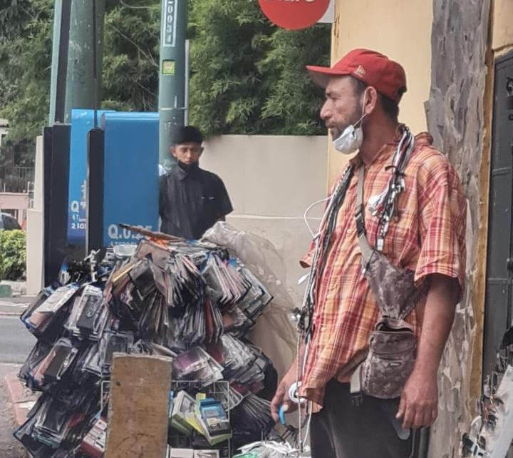 Grupo de vendedores nicaragüenses toman control de calles en zona 10 con amenazas imagen