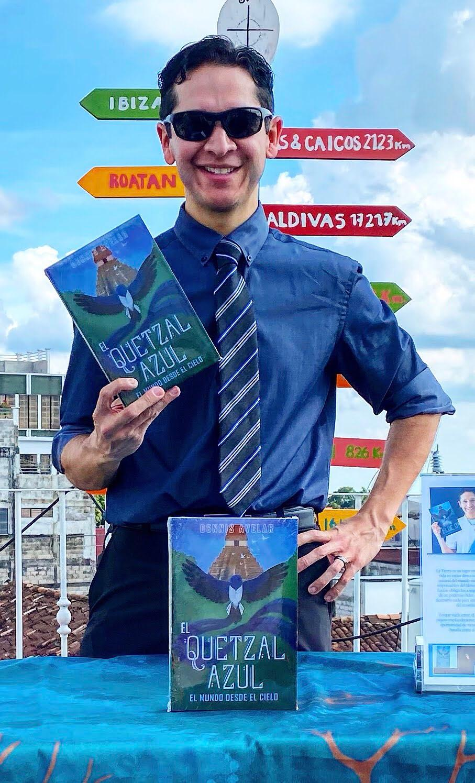 Dennis nació en el extranjero, pero su amor por Guatemala lo llevó a crear El Quetzal Azul imagen